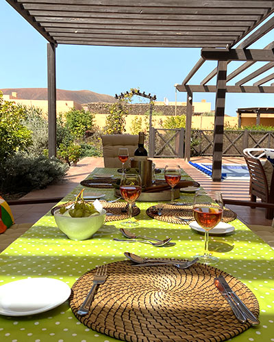 casa kermit villa to rent fuerteventura, dining outside