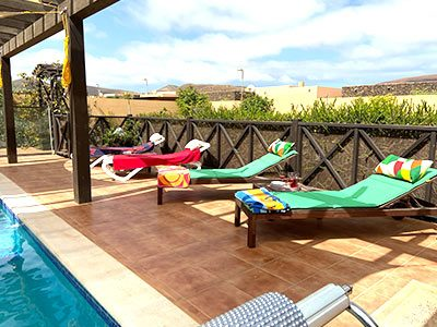 casa kermit villa to rent fuerteventura, poolside