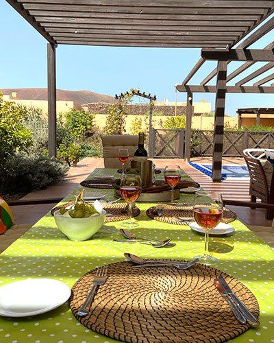 casa kermit villa to rent fuerteventura, dining outside